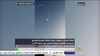 شاهد لحظة اعتراض دفاعات التحالف لصواريخ أطلقتها مليشيا الحوثي على مدينة المخا