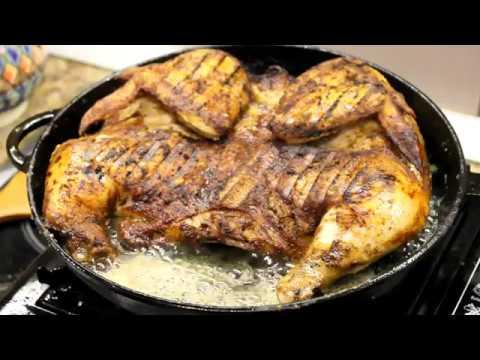 Цыпленок табака  на сковороде гриль.