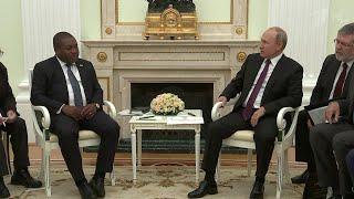 Владимир Путин провел переговоры с президентом Мозамбика, который в России впервые за 30 лет.