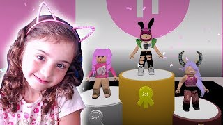 WE TURN MODELS ON THE RUNWAY OF ROBLOX! (Famous Fashion)