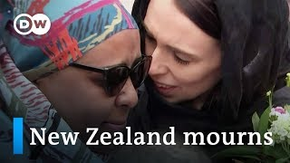 New Zealanders show outpouring of solidarity after mosque attacks | DW News