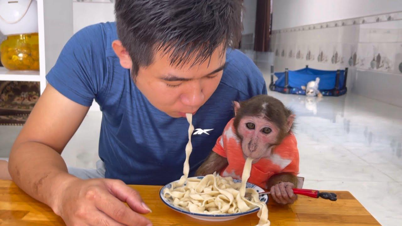 Dad makes noodles for YoYo JR