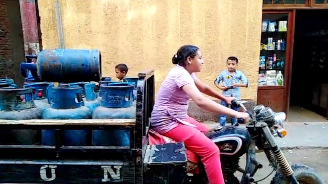 الوطن المصرية:ميادة طالبة بالإعدادية تبيع الأنابيب لتساعد والدها المعاق