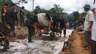 Giúp đồng bào vùng biên giới Nghệ An làm giao thông
