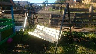 видео Садовая беседка-качели своими руками из дерева и металла