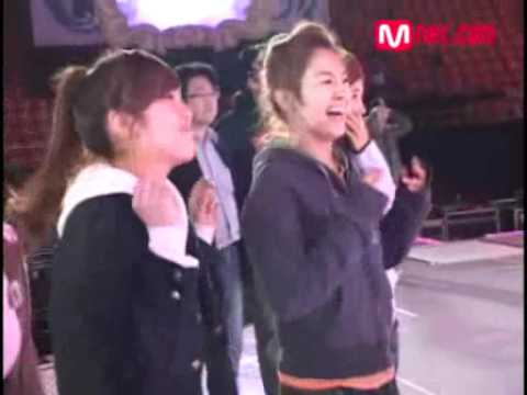 071117 SNSD watching CSJH The Grace's MKMF Rehearsal