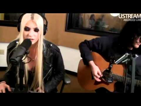 The Pretty Reckless Make Me Wanna Die (acoustic live performance 2012)