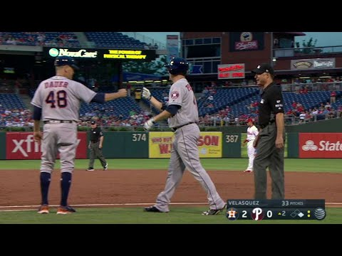 HOU@PHI: Peacock picks up his first Major League hit