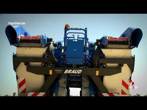 Agro en acción (15).- Vendimiadora Braud 9070 New Holland y remolques de Talleres Benavides