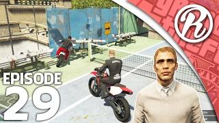 [GTA5] RACEN OP MOTOREN IN DE TUIN VAN FREDERIK!! - Royalistiq | Funnies & Fails #29