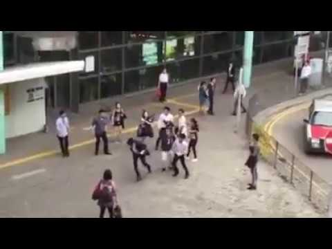 (HK)地產佬街頭拳賽 Property agents performing Street MMA