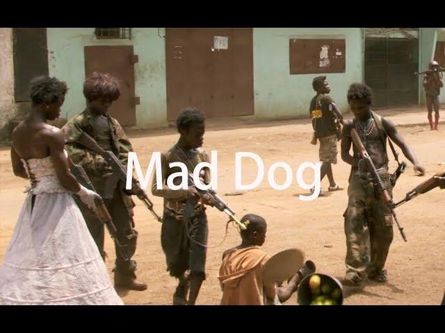 【牛叔】几分钟看非洲娃娃兵的故事《一代狗王》真是无比的战争纪录片