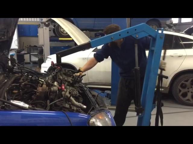Снятие двигателя с Subaru WRX Sti 2004 года