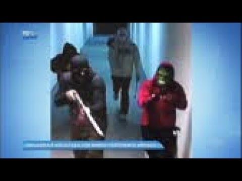 Bando assalta joalheria e faz segurança refém em shopping
