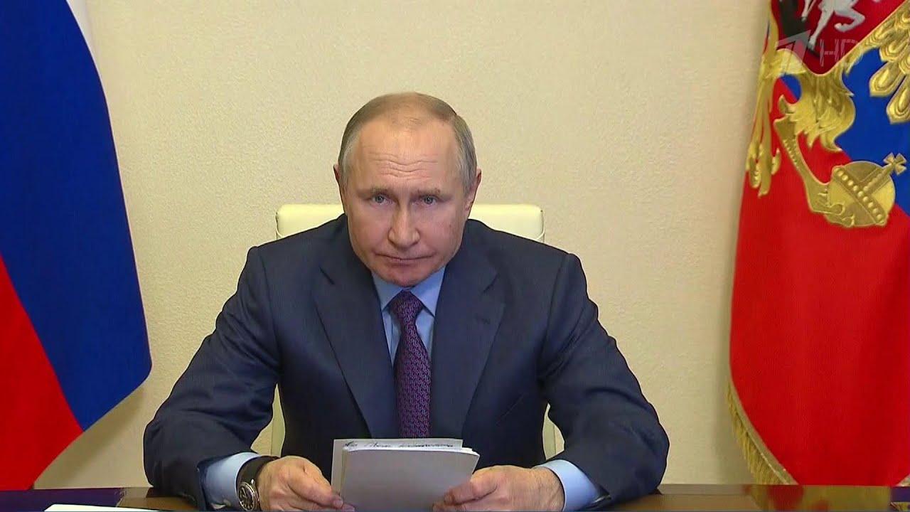 Владимир Путин провел совещание на тему вакцинации против COVID-19 и производства вакцин.