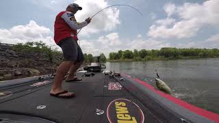 Buzzbait Kicker - The importance of the right rod and a trailer hook!!