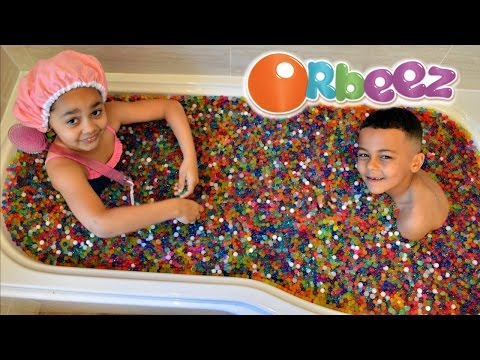 kids-playing-in-orbeez-bath-|-toys-andme