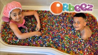 KIDS PLAYING IN ORBEEZ BATH | Toys AndMe