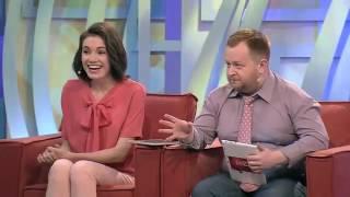 Телеведущий попробовал на ощупь грудь