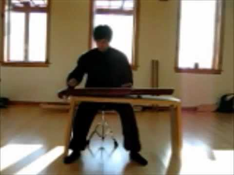 Renjie plays Liang Xiao Yin on the Qin made by himself