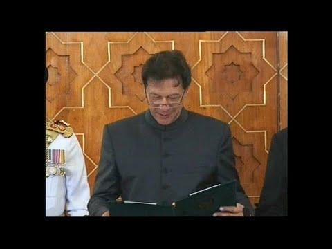 عمران خان بطل العالم في الكريكت يؤدي اليمين رئيسا لوزراء باكستان النووية…  - نشر قبل 5 ساعة