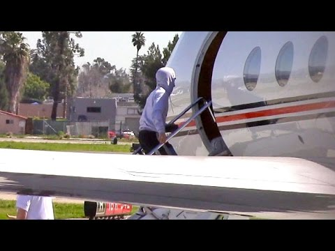 Justin Bieber Flies Private Out Of L.A. On His 23rd Birthday