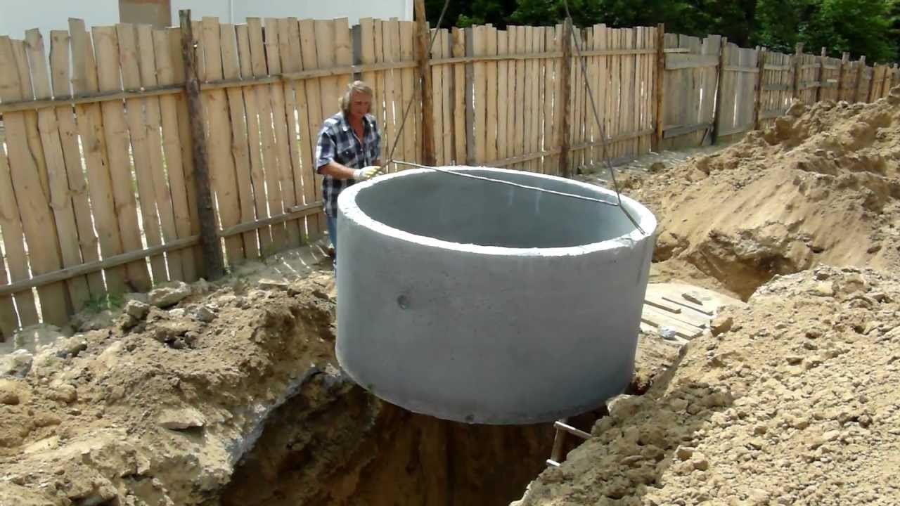 Вот так запускают бетонные кольца в колодец. - YouTube