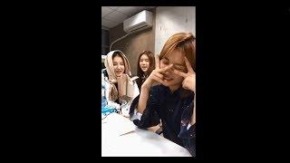 Momoland's Ahin(Cindy) doing Juseyo