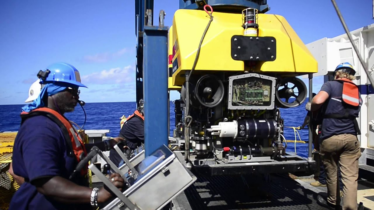 Cable operated Unmanned Recovery Vehicle (CURV) aboard USNS Apache (T-ATF 172)