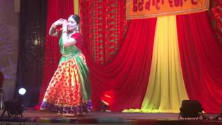 Paan Khaye Saiya Hamaro Dance