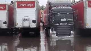 Powodz na Transcargo Szczecin- Scania podpina naczepe