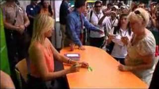 Maria Sharapova Autograph Session