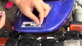 バイクのステッカーを綺麗に剥がす小道具 thumbnail