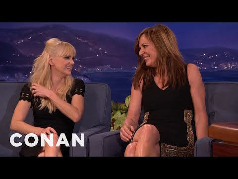Anna Faris Likes To Fondle Allison Janney's Emmys
