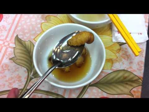Ăn tươi nuốt sống con Đuông Dừa đang ngọ nguậy.