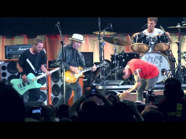 Pearl Jam with Neil Young - Rockin in the free world Toronto 2011 COMPLETE