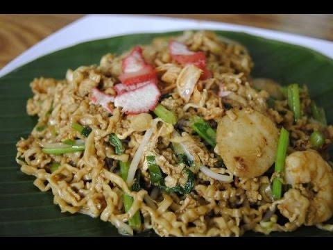 "Indonesian / Medan Street Food, Mie Pangsit Goreng ""Fried Pangsit Noodle"""