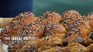 Mary Berry & Paul Hollywood judge the bagels / The Great British Bake Off