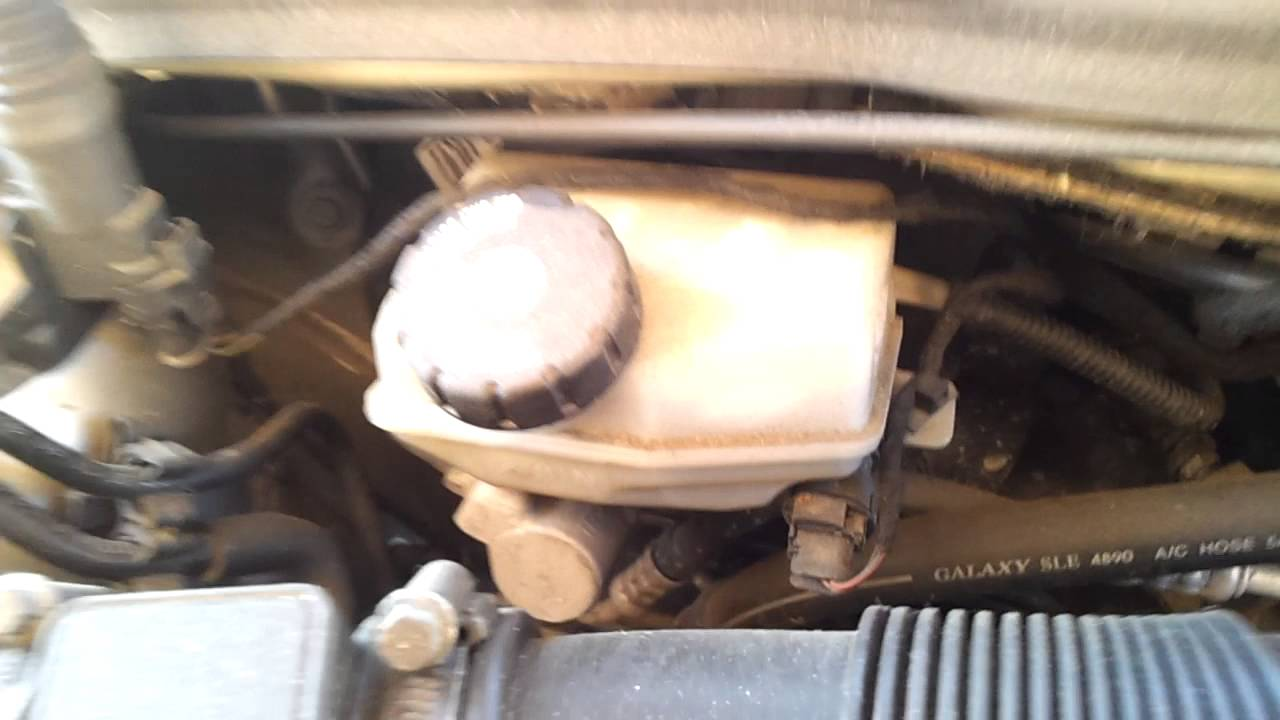 where is the brake fluid reservoir in a vauxhall astra