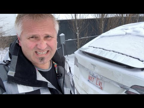 Frozen electric cars - a Leaf and a Tesla at -25C