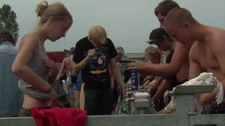 Repeat youtube video Getting Clean at Roskilde