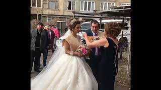 Свекровь встречает молодоженов / Армянская свадьба 2017 / Лаваш