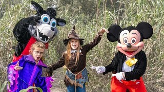 assistant-scarecrow-with-crystal-and-mickey-in-corn-maze-hunt-for-pj-masks