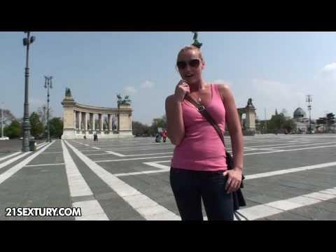 Kathia Nobili's video diary: fun in the zoo