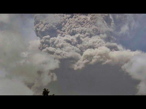 فيديو لثوران بركان في الكاريبي | 15 كيلومتراً من الرماد والدخان إلى السماء …  - نشر قبل 55 دقيقة