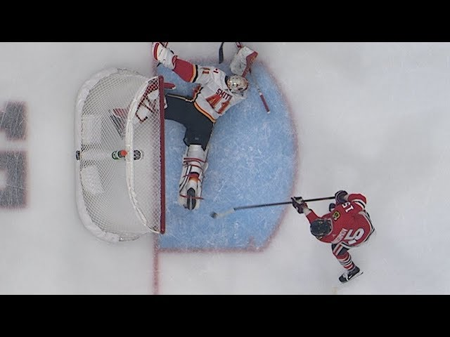 Mike Smith raises leg in desperation for jaw-dropping skate save