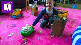 Едем в торгово развлекательный центр покупаем игрушки играем на площадке shopping kid's store