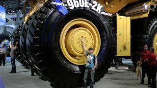 The biggest Komatsu Dump Truck in the World