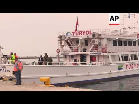 Protestors delay Lesbos migrant return
