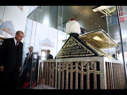 Başkan Erdoğan Fatih Sultan Mehmet'in Türbesinde Kur'an Okudu